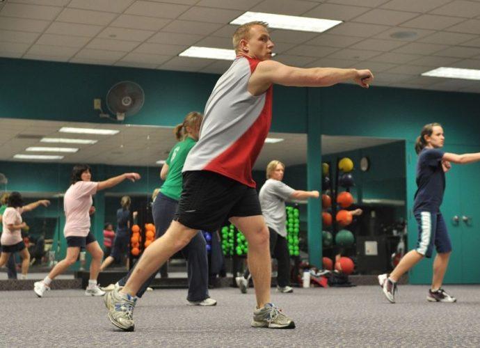 Fitness-ul in grup este preferat celui individual de majoritatea practicantilor.